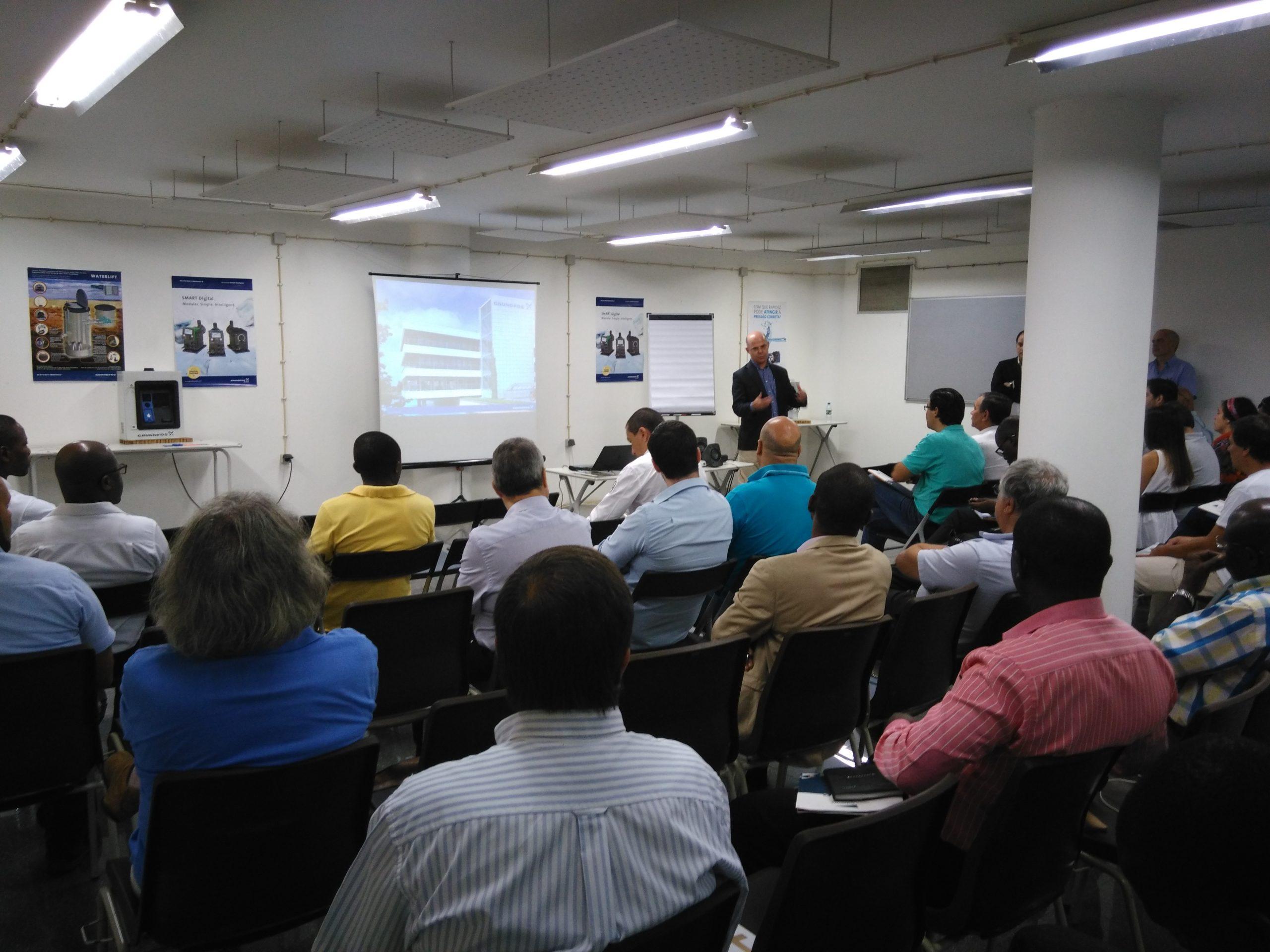 """Seminário """"Tratamento de Água – Soluções Grundfos"""" enche centro de formação da Nova Sotecma em Luanda"""